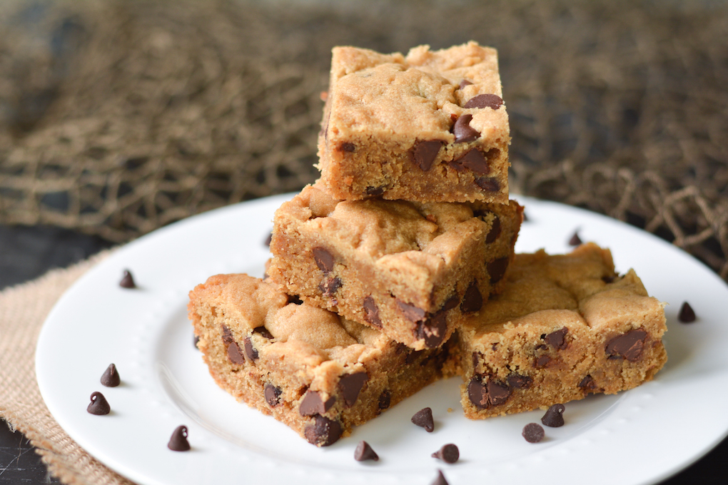 Chocolate Chip Peanut Butter Blondies   Flying on Jess Fuel